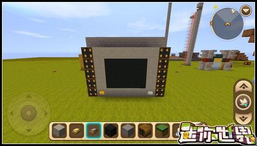 迷你世界怎么做電視機?電視機是家的標配,如果你在迷你世界里有自己造一個家的話,那么電視機是必不可少的一件家具,很多小伙伴在問電視機要怎么做,下面小編就為大家帶來電視機的制作方法,趕緊看過來吧。 迷你世界電視機制作教程: 準備材料:黑色硬沙塊、方塊(自己喜歡的顏色)、按鈕、發射器、開關。